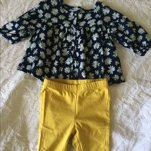Cute baby girl outfit Old Navy size 0-3M